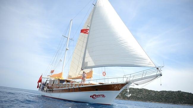 Cheers Yacht